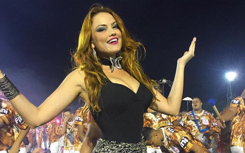 ELLEN ROCCHE – ROSAS DE OURO