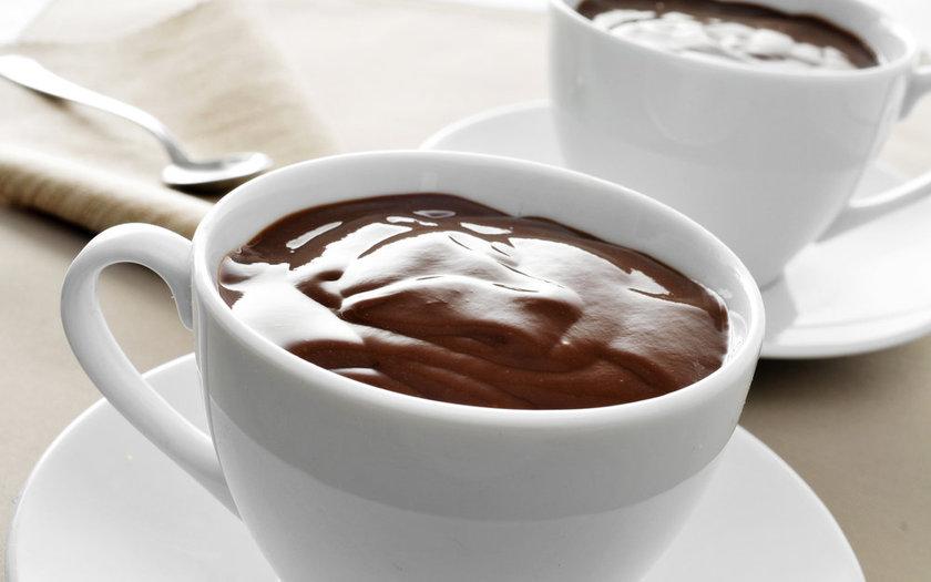 Chocolate quente fácil com leite condensado