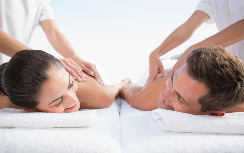 Massagem para relaxar em casal