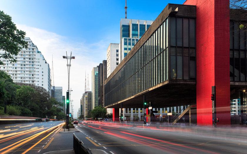 Curtir a Avenida Paulista, que é fechada para carros