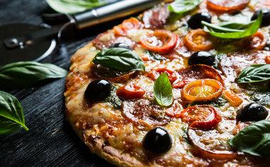 Pizza com massa de pastel