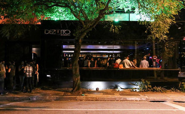 Dezoito Bar & Movement