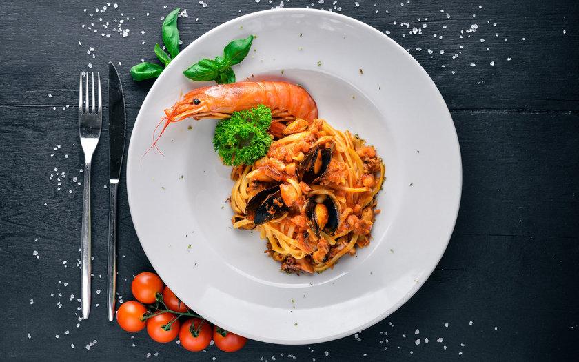 Espaguete com lagostim ao molho de limão siciliano