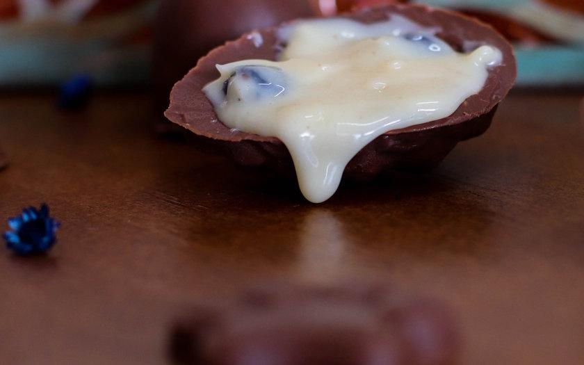 Ovo de chocolate com mousse
