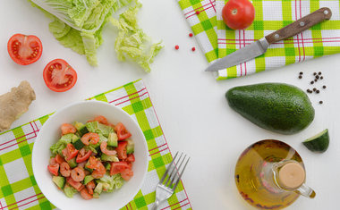 Salada de abacate com camarão
