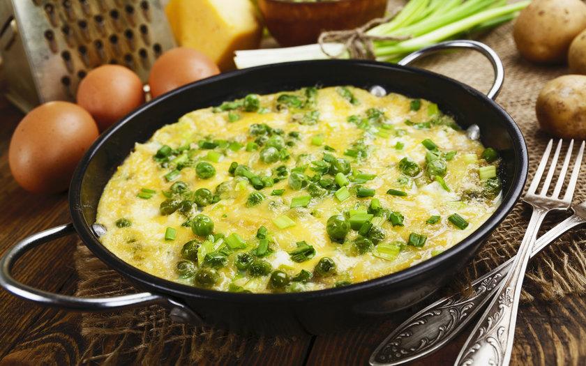 Ovos com ervilhas e queijo