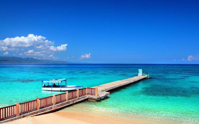 Jamaica: Doctor's Cave Beach
