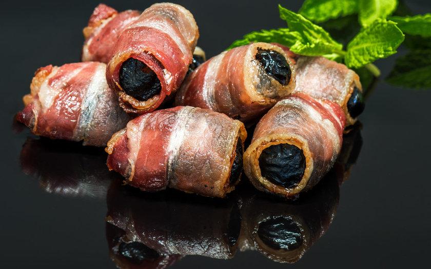 Espetinho de tâmaras enroladas no bacon