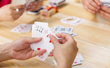 5 jogos de baralho para passar o tempo