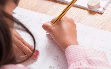 Site disponibiliza exercícios de caligrafia para ajudar na alfabetização em casa; saiba mais!
