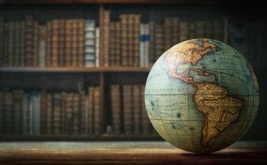 Volta ao mundo literária: 10 autores de diferentes países que você precisa conhecer