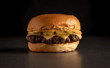 Bullguer vende sanduíche a R$10 nesta segunda-feira (22); saiba tudo!