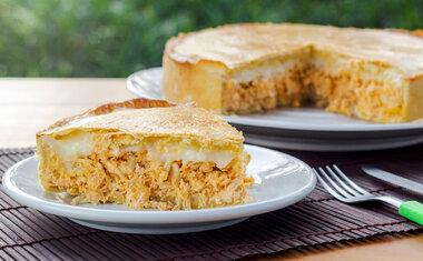 Torta integral de frango cremosa é perfeita para o almoço ou jantar; confira a receita!
