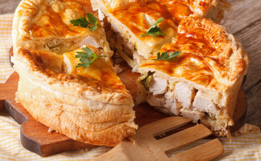 Quiche de frango com queijo brie vai te surpreender pelo sabor; veja a receita!