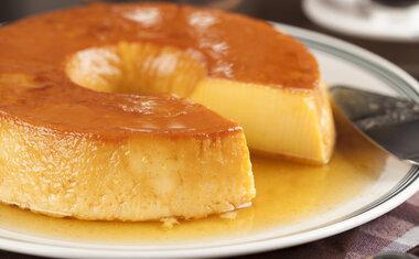 Receita de pudim de banana caramelada é simples, fácil e deliciosa; confira o passo a passo!