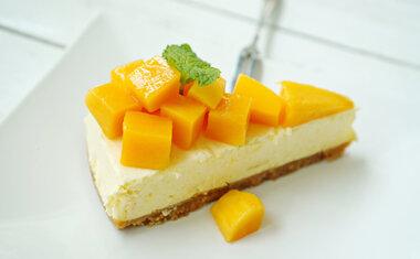 Cheesecake de manga e coco vai te surpreender pelo sabor exótico; confira a receita!