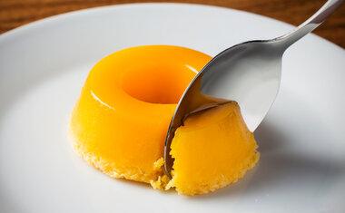 Receita de quindim cremoso é opção certeira de sobremesa; veja como fazer!