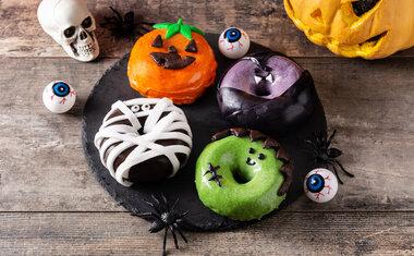 Receita de donuts monstro é perfeita para o Halloween; veja o passo a passo!