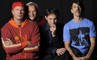 Red-Hot-Chili-Peppers2.jpg