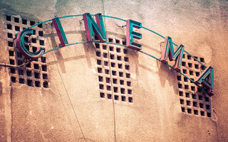 ASSISTIR A UM FILME NO CINESALA