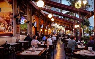 Explorar os bares do centro da cidade