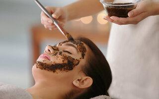 Café para esfoliar corpo e rosto