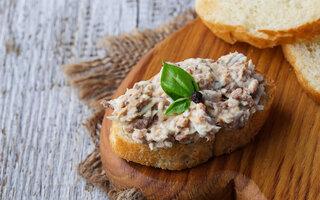 Canapé de sardinha