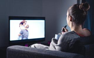 Assista a um filme ou a uma série