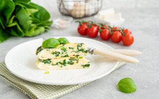 Omelete com Aveia, Tomates-cereja e Manjericão