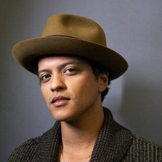 """Música: Ouça """"Versace on the Floor"""", nova música de Bruno Mars"""
