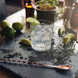 """Bares: """"Gin Tonic Week"""" oferece preço especial nos drinks à base de gim em bares de SP"""