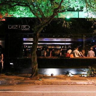 Bares (antigo): Dezoito Bar & Movement