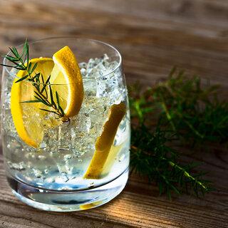 Receitas: 10 drinks com poucas calorias para você não fugir do happy hour durante a dieta