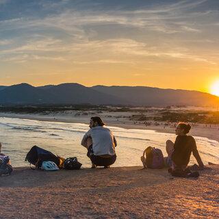 Viagens Nacionais: 10 praias para viajar com os amigos no Brasil
