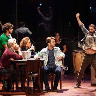 Teatro: Somos Tão Jovens