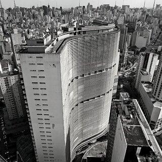 Na Cidade: Mostra na Estação Largo Treze do metrô apresenta São Paulo em fotos em preto e branco