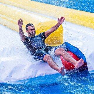 Na Cidade: Parque de infláveis PopHaus estreia brinquedos aquáticos na unidade do Tatuapé