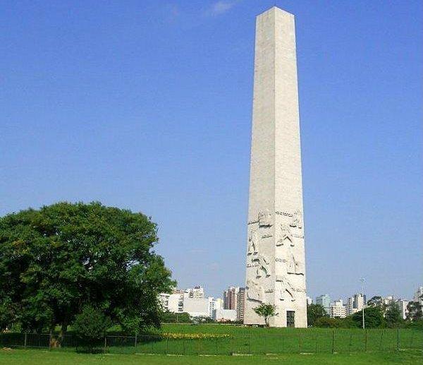 Obelisco do Largo da Memória