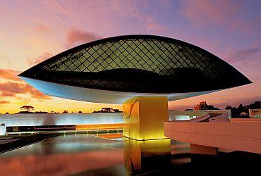 Arte: Museu Oscar Niemeyer