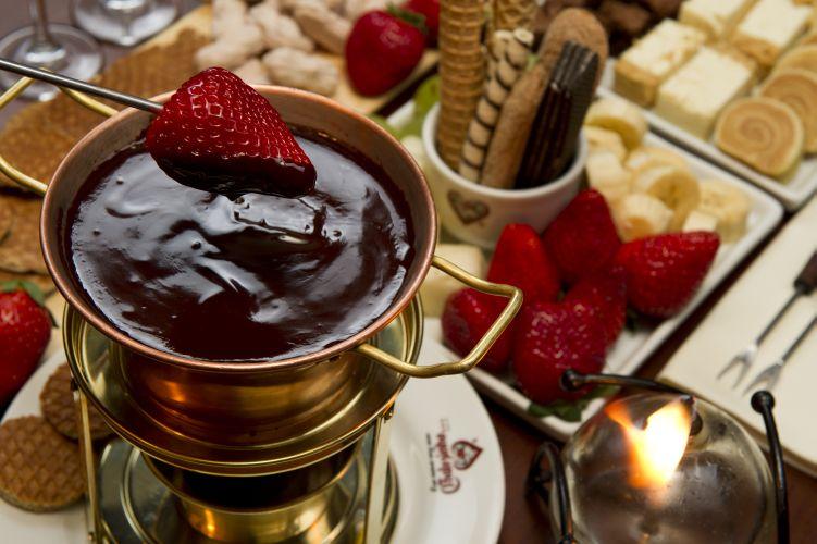 Onde comer fondue em s o paulo guia da semana - Fondue de chocolate ...