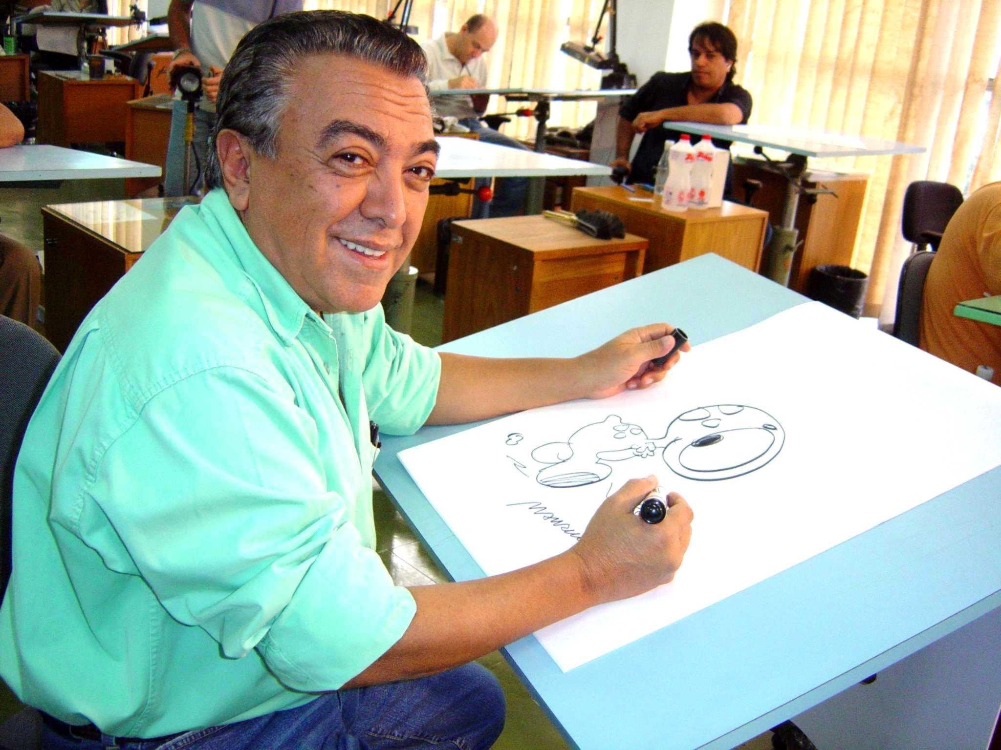 Mauricio de Sousa desenhando