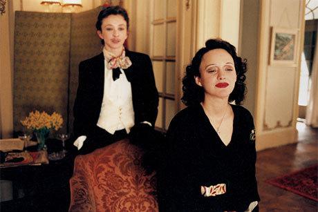 Marion Cotillard no papel de Edith Piaf