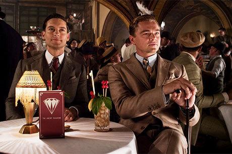 Tobey Maguire e Leonardo DiCaprio em cena de O grande Gatsby