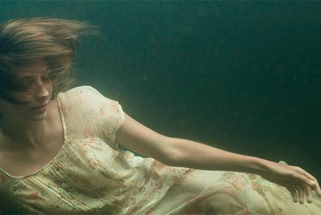 Cartaz de divulgação do filme Elena