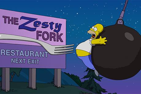 Homer é atingido por um garfo e empurrado por uma bola de chumbo em Simpsons - O Filme
