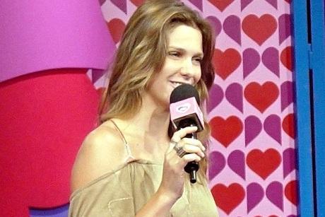 Fernanda Lima no programa Fica Comigo, da MTV