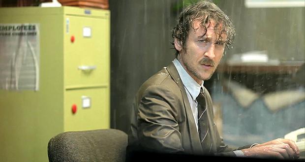 Jack Plotnick em cena do escritório em Wrong