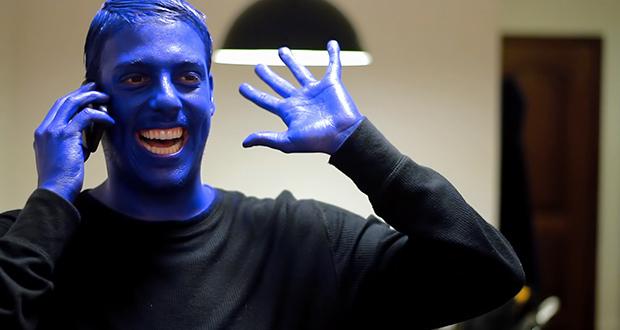 Fábio Porchat pintado de azul em esquete do porta dos Fundos