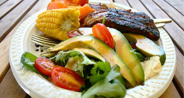 Rica em verduras, legumes e carnes, a dieta das cavernas retomas os hábitos alimentares dos homens da era paleolítica