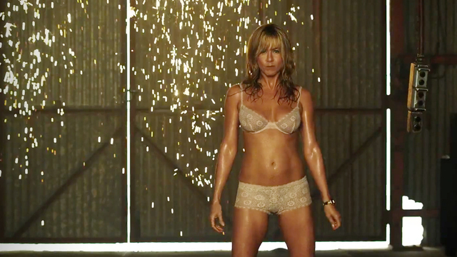 Jennifer Aniston de lingerie em cena de Família Do Bagulho